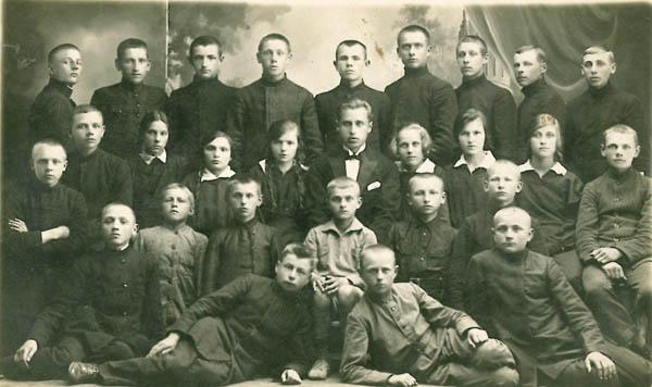 Kalvarijos vidurinės mokyklos III klasė 1926