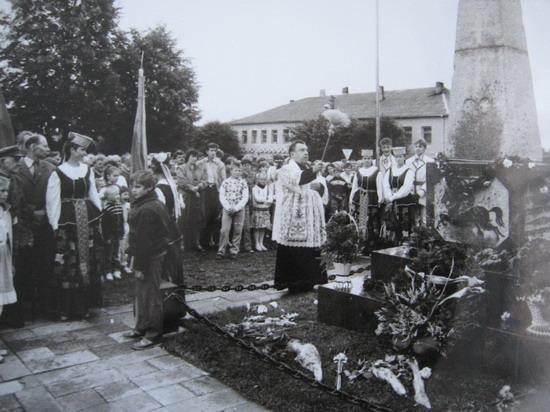 Kalvarija 1989. Nepriklausomybės paminklo šventinimas