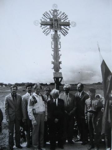 Kalvarija 1990. Atstatytas Nepriklausomybės 20 kryžius