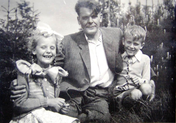 Leopoldas Šileikis su vaikais